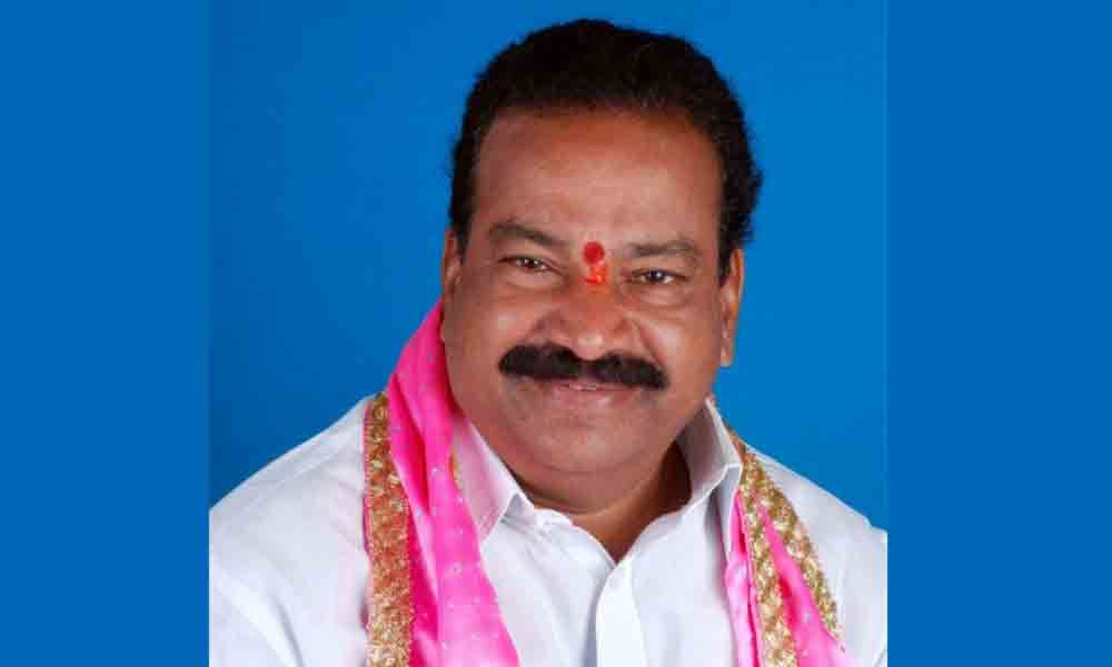 farmers thrown stones on trs mla house