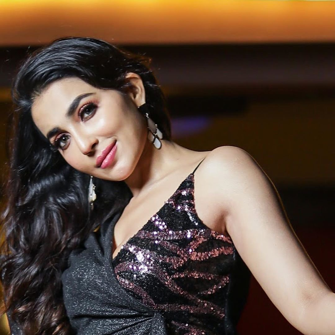 Parvati Nair Latest Wallpapers