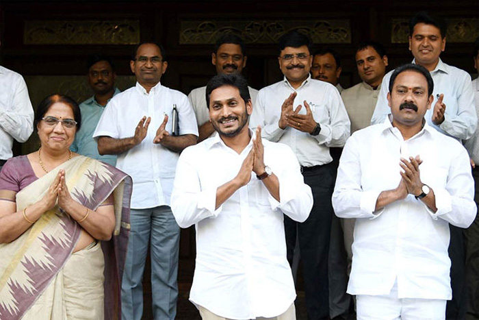 Ap Cm Jagan Requests Ap People To Clap Today At 7 Pm
