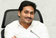 jagan battles with judiciary unprecedented