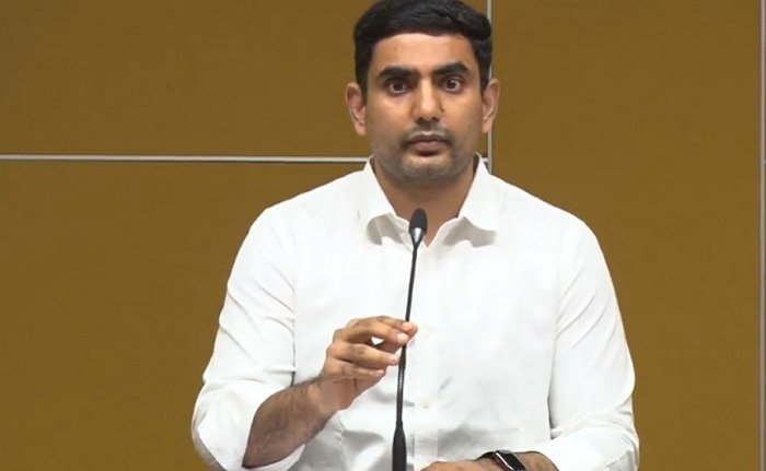 Lokesh Escapes From Accident In West Godavari Dist