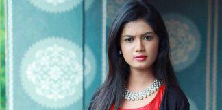Bigg Boss 4 Telugu weel 10 Ariyana stands with Akhil