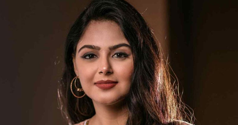 Monal Gajjar About Her Dressing And Trolling