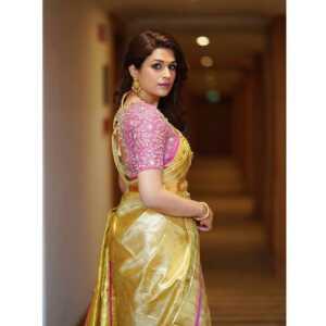 Shraddha Das Hot Pics00003   Telugu Rajyam
