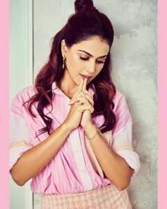Actress Genelia Insta Gallery 5 | Telugu Rajyam