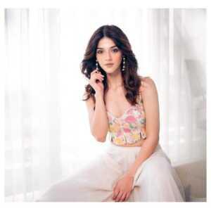 Mehreen Kaur Pirzada08 | Telugu Rajyam