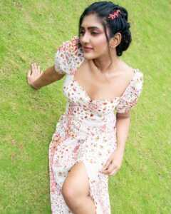 Actress Eesha Rebba New Insta Pics 1 | Telugu Rajyam