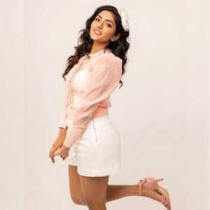 Actress Eesha Rebba New Insta Pics 11 | Telugu Rajyam