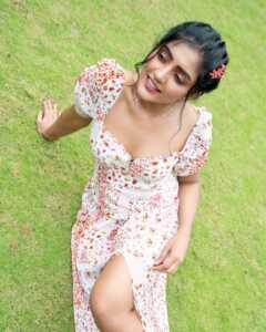 Actress Eesha Rebba New Insta Pics 3 | Telugu Rajyam