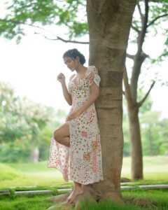 Actress Eesha Rebba New Insta Pics 5 | Telugu Rajyam