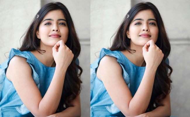 Amritha Aiyer HD Wallpapers