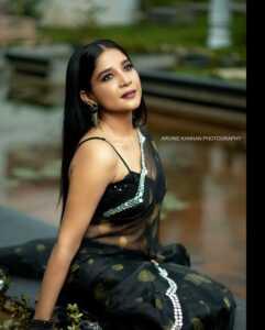 Sakshi Agarwal Black Saree Pics 2 | Telugu Rajyam