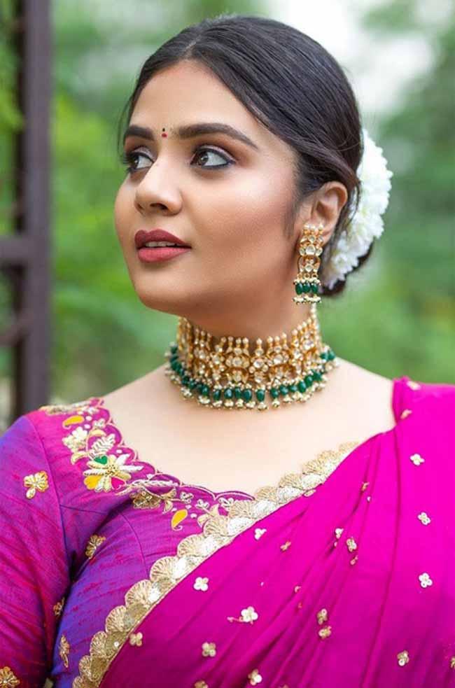 Sreemukhi 9   Telugu Rajyam