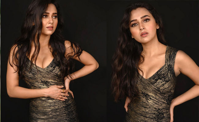 Tejasswi Prakash Hottest pIcs in a Black Outfit