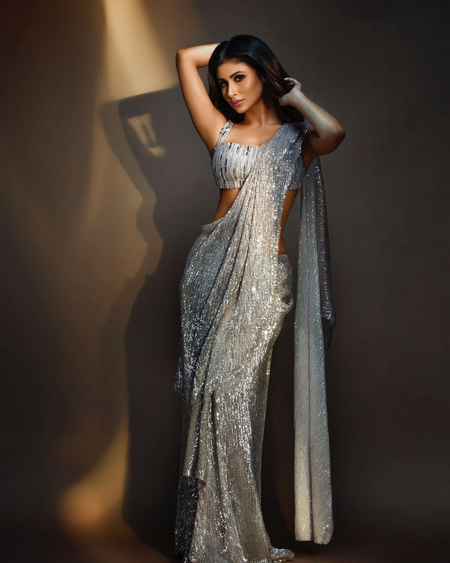 Mouni Roy Is Shimmers Looks In A Silver Saree | Telugu Rajyam