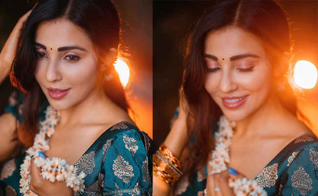 Parvati Nair Adorable Looks in her New Pics