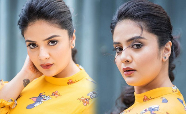 Sreemukhi Looking Pretty in Yellwo Outfit